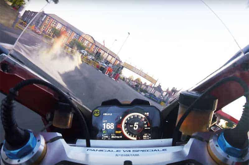 สวมวิญญาณโหดควบ Ducati Panigale V4 Speciale ซัดบนถนนทะลุ 300 กม./ชม.   MOTOWISH