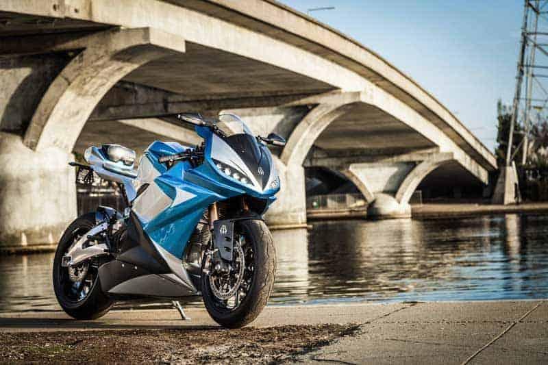 Lightning LS-218 รถจักรยานยนต์ไฟฟ้า ที่สามารถเร่งความเร็วจาก 160-240 กม./ชม. ใช้เวลาเพียง 2 วินาที | MOTOWISH 3