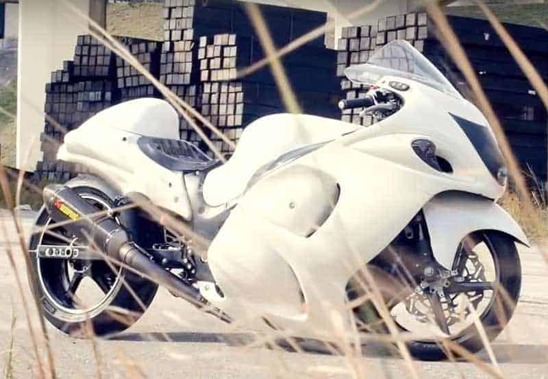 ใจพี่มันได้!! หวด Hayabusa ด้วยความเร็วเกือบ 400 กิโลเมตรต่อชั่วโมง โดยไม่สวมชุดป้องกัน | MOTOWISH