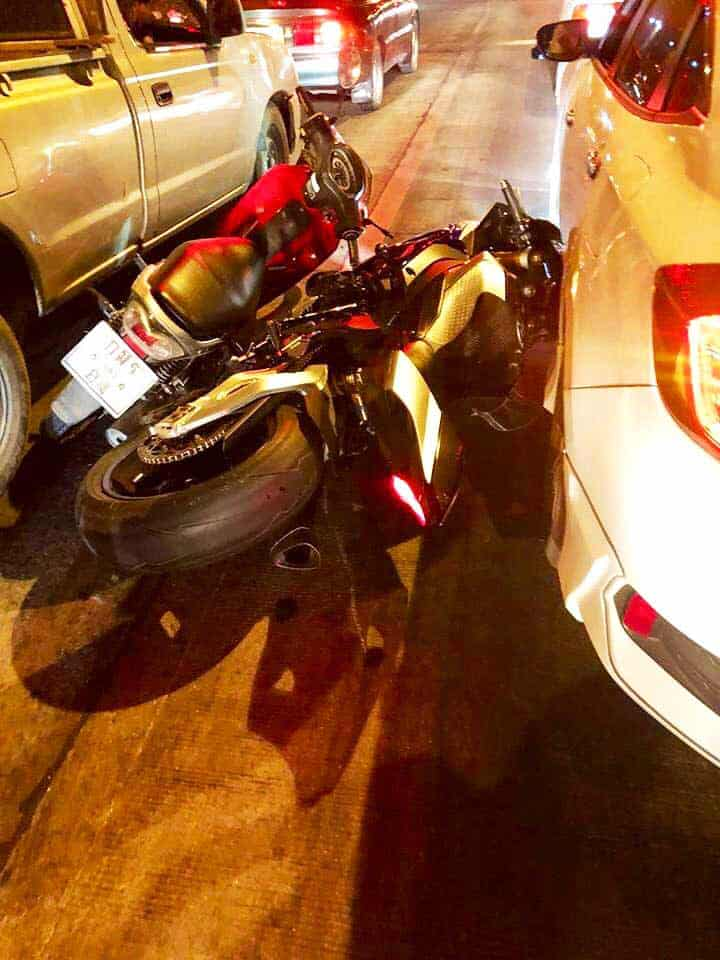 คนขี่รถ Wave โชว์สกิลมุด พลาดเบียดชนรถยามาฮ่า R1M ค่าซ่อมกว่า 3 แสนบาท รถยนต์โดนไปด้วย | MOTOWISH 2