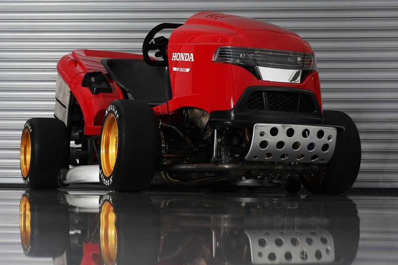 รถตัดหญ้า Honda Mean Mower V2 ยัดเครื่อง CBR1000RR วิ่งหญ้ากระจุยกว่า 240 กม./ชม. | MOTOWISH 1