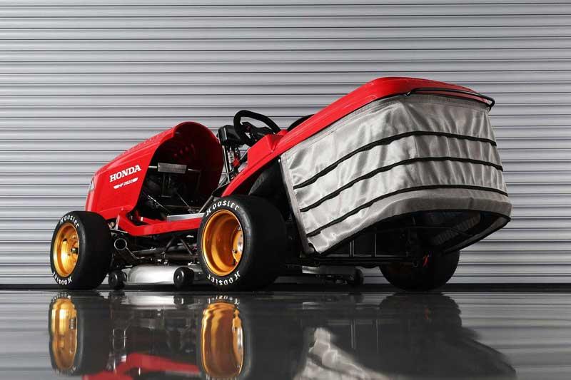รถตัดหญ้า Honda Mean Mower V2 ยัดเครื่อง CBR1000RR วิ่งหญ้ากระจุยกว่า 240 กม./ชม. | MOTOWISH 3
