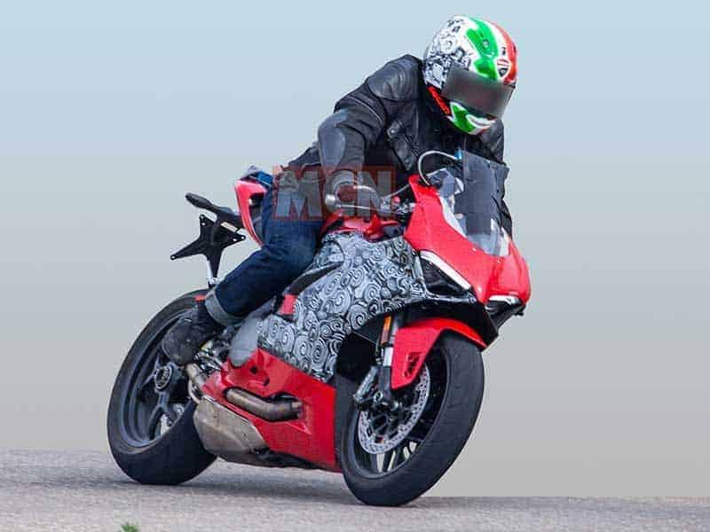 เผยภาพว่าที่ Ducati Panigale 959 2020 ออกวิ่งทดสอบ ถอดหน้าพี่ใหญ่ Panigale V4 มาเต็มๆ | MOTOWISH 2