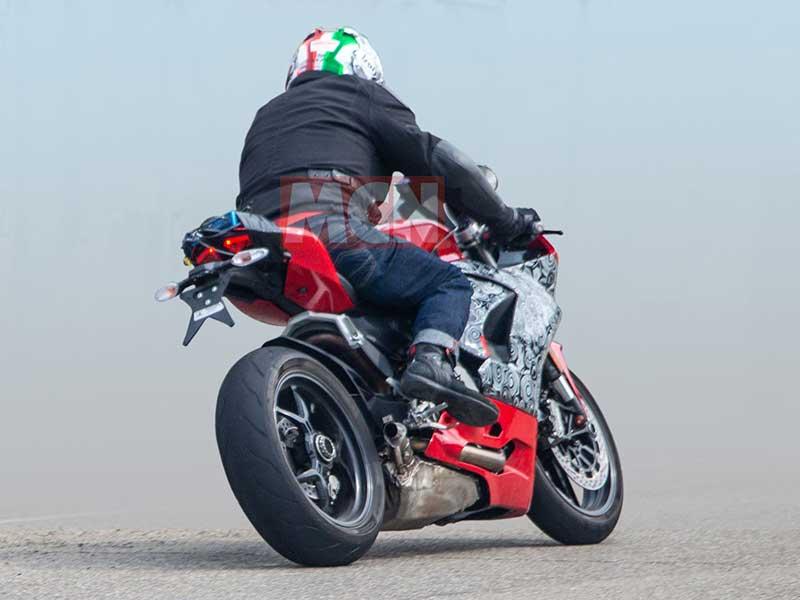 เผยภาพว่าที่ Ducati Panigale 959 2020 ออกวิ่งทดสอบ ถอดหน้าพี่ใหญ่ Panigale V4 มาเต็มๆ | MOTOWISH 3