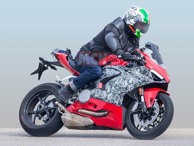 เผยภาพว่าที่ Ducati Panigale 959 2020 ออกวิ่งทดสอบ ถอดหน้าพี่ใหญ่ Panigale V4 มาเต็มๆ | MOTOWISH 1