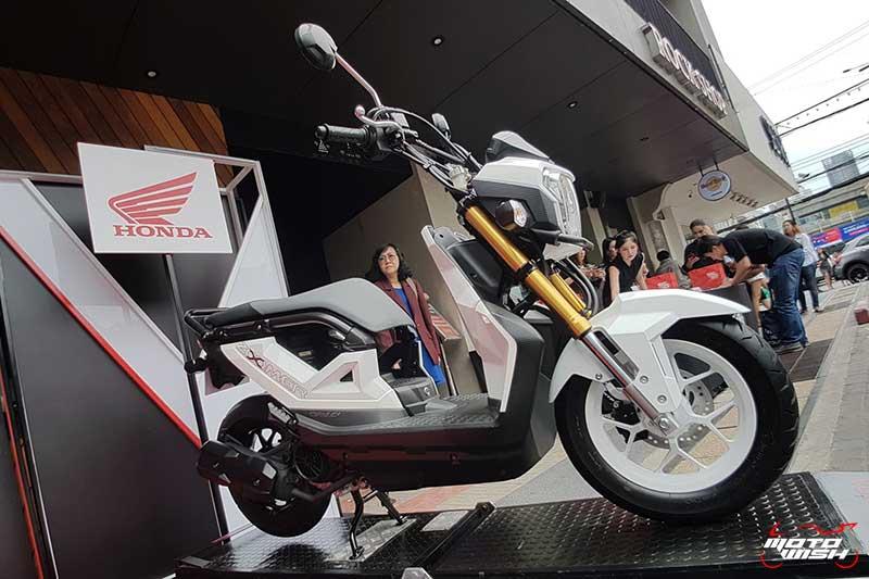 New Honda Zoomer-X ประกบ Rapper UrboyTJ ชวนวัยรุ่นมาสนุกนอกกรอบ มีดี...ก็ออกมาดิค๊าบบ!!! | MOTOWISH 6