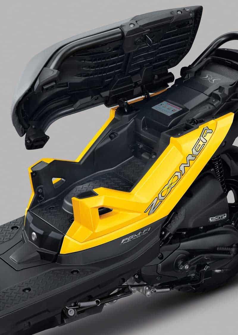 New Honda Zoomer-X ประกบ Rapper UrboyTJ ชวนวัยรุ่นมาสนุกนอกกรอบ มีดี...ก็ออกมาดิค๊าบบ!!! | MOTOWISH 11