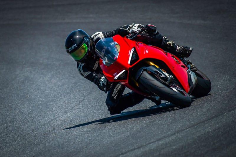 """รีวิว Ducati Panigale V4S Full Race 226 แรงม้า """"King of Superbikes"""" รถสปอร์ตที่ดีที่สุดแห่งปี   MOTOWISH 67"""