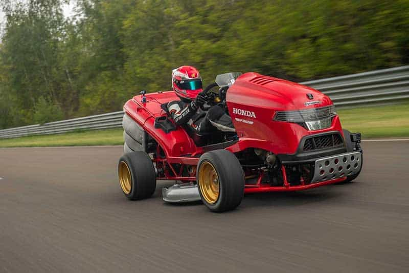 รถตัดหญ้า Honda Mean Mower V2 ขุมพลัง CBR1000RR SP บันทึกสถิติโลก 0-100 ไมล์ ใช้เวลา 6.285 วินาที | MOTOWISH 2