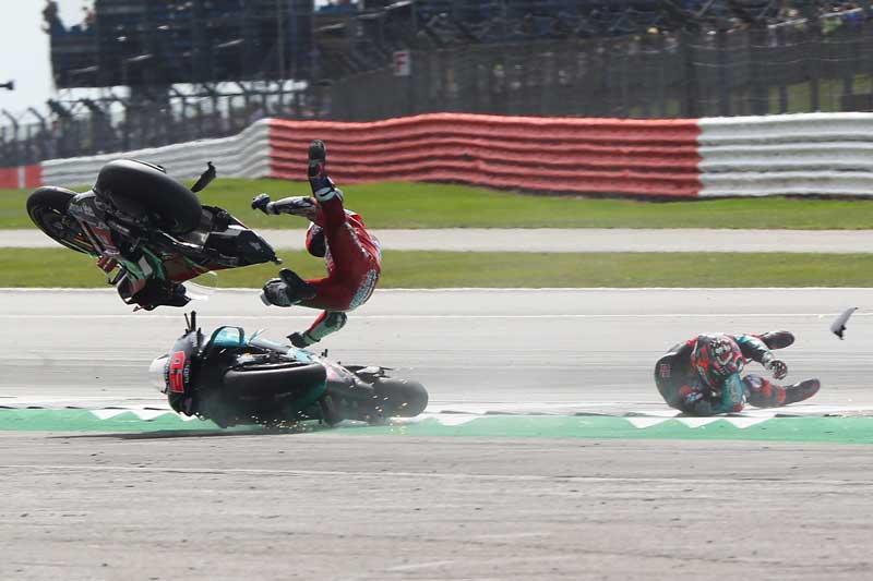 ช็อตเด็ดอุบัติเหตุรถ MotoGP โดวิบินข้ามรถควอตาราโร่ ไฟลุก 8 เมตร!! รอดตายปาฏิหาริย์   MOTOWISH 7