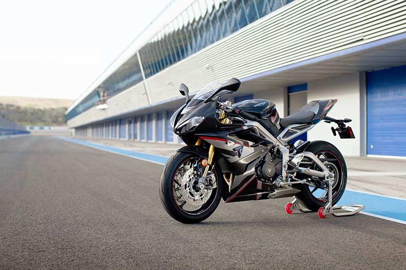 """เปิดตัวจริง """"Triumph Daytona Moto2 765"""" รถถนนสายพันธุ์ Moto2 อุปกรณ์จัดเต็ม 1,530 คันในโลก   MOTOWISH 3"""