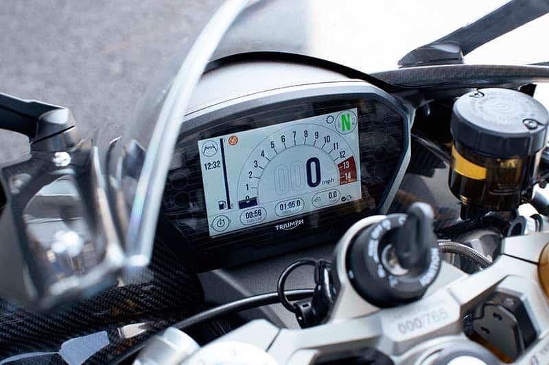 """เปิดตัวจริง """"Triumph Daytona Moto2 765"""" รถถนนสายพันธุ์ Moto2 อุปกรณ์จัดเต็ม 1,530 คันในโลก   MOTOWISH 1"""