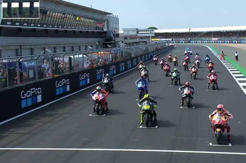 ย้อนหลังการแข่งขัน MotoGP 2019 สนามที่ 12 BritishGP สาวกคนบ้ามีเฮ ซูซูกิเฉือนฮอนด้าเข้าเส้นครึ่งล้อ | MOTOWISH