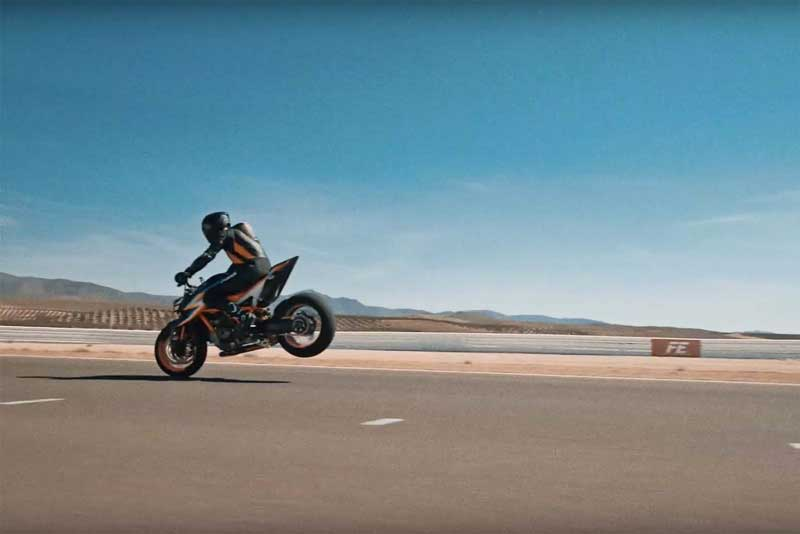 KTM ปล่อยของต่อเนื่อง ทีเซอร์เครื่องจักรสีส้ม Super Duke R 2020 ยิ่งเด่นชัด | MOTOWISH 2