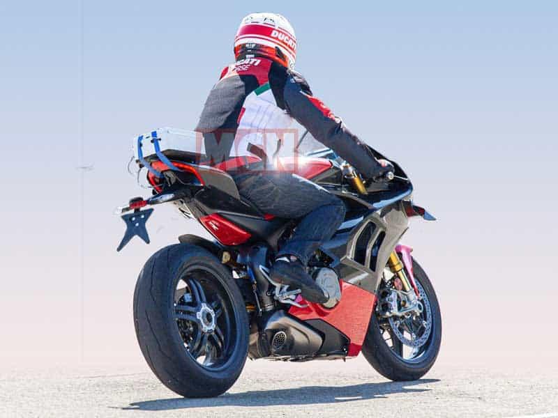เผยภาพ Spy Shot รถ Ducati Panigale V4 Superleggera มาพร้อมแฟริ่งคาร์บอนไฟเบอร์ | MOTOWISH 1