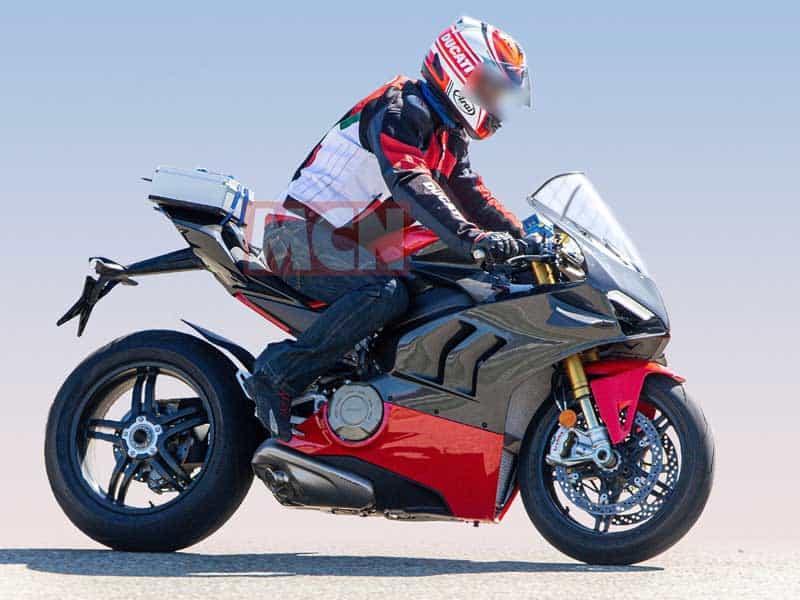 เผยภาพ Spy Shot รถ Ducati Panigale V4 Superleggera มาพร้อมแฟริ่งคาร์บอนไฟเบอร์ | MOTOWISH 2
