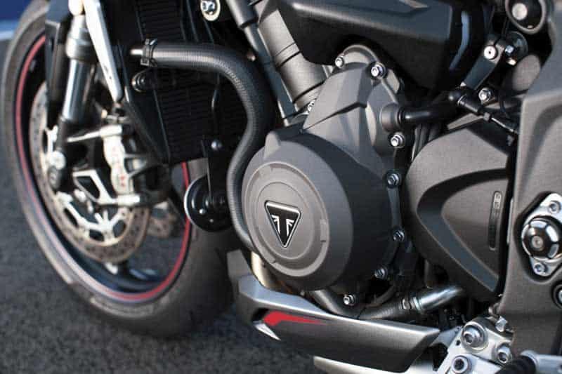 Triumph เปิดตัว Street Triple RS 2020 อย่างเป็นทางการ พร้อมยกเทคโนโลยีเครื่องยนต์มาจาก Moto2 | MOTOWISH 2
