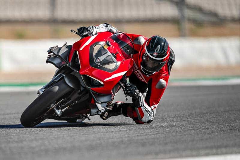 รูปงาม คำรามดุ!! ฟังเสียง Ducati Panigale V4 Superleggera ลงสัมผัสพื้นแทร็กครั้งแรก | MOTOWISH