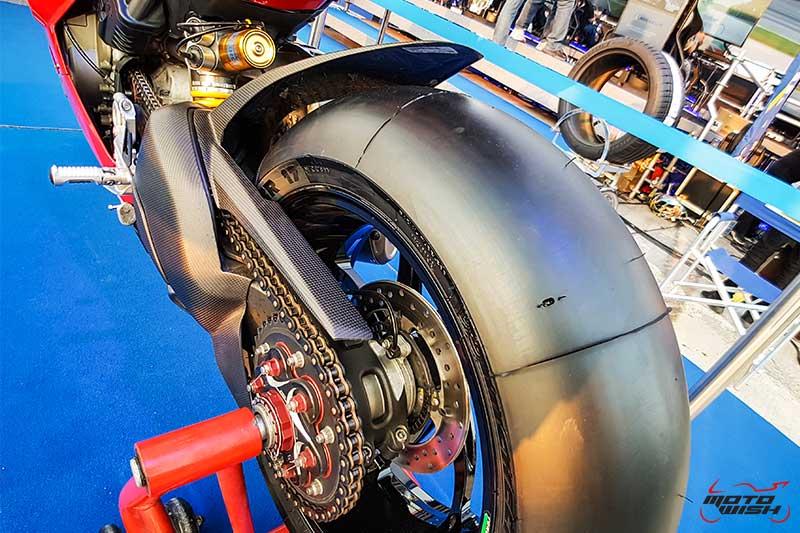 มิชลิน พาวเวอร์ สลิค อีโว ยางสำหรับการขี่แบบแทร็กเดย์โดยเฉพาะ เทคโนโลยีจากรถแข่ง MotoGP | MOTOWISH 8