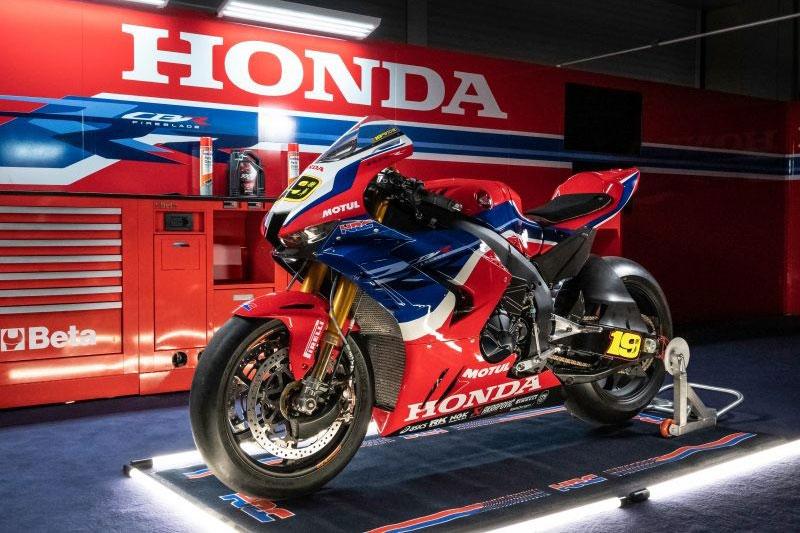 Honda CBR1000RR-R Fireblade 1