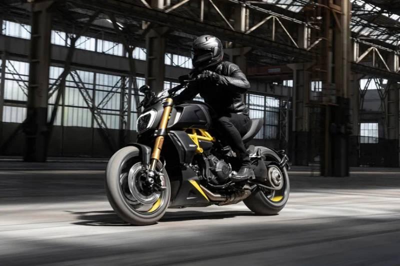 2022 Ducati Diavel Black Steel-3